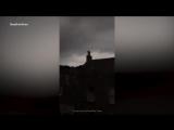Женщина снимала грозу на видео, как внезапно молния ударила в ее iPhone