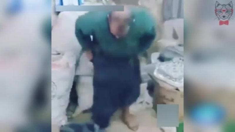 Мышь Залезла в Штаны к Мужику