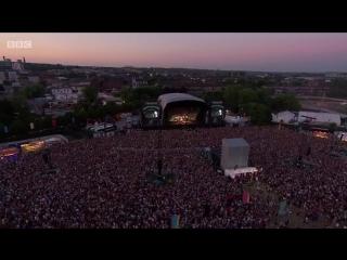 Arctic Monkeys - Do I wanna know live at TRNSMT