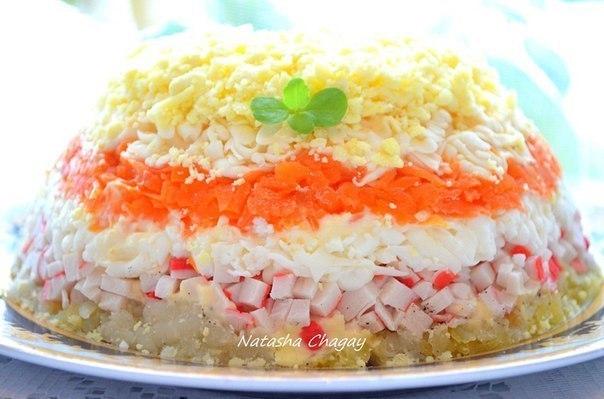 Слоёных салатов с крабовыми палочками