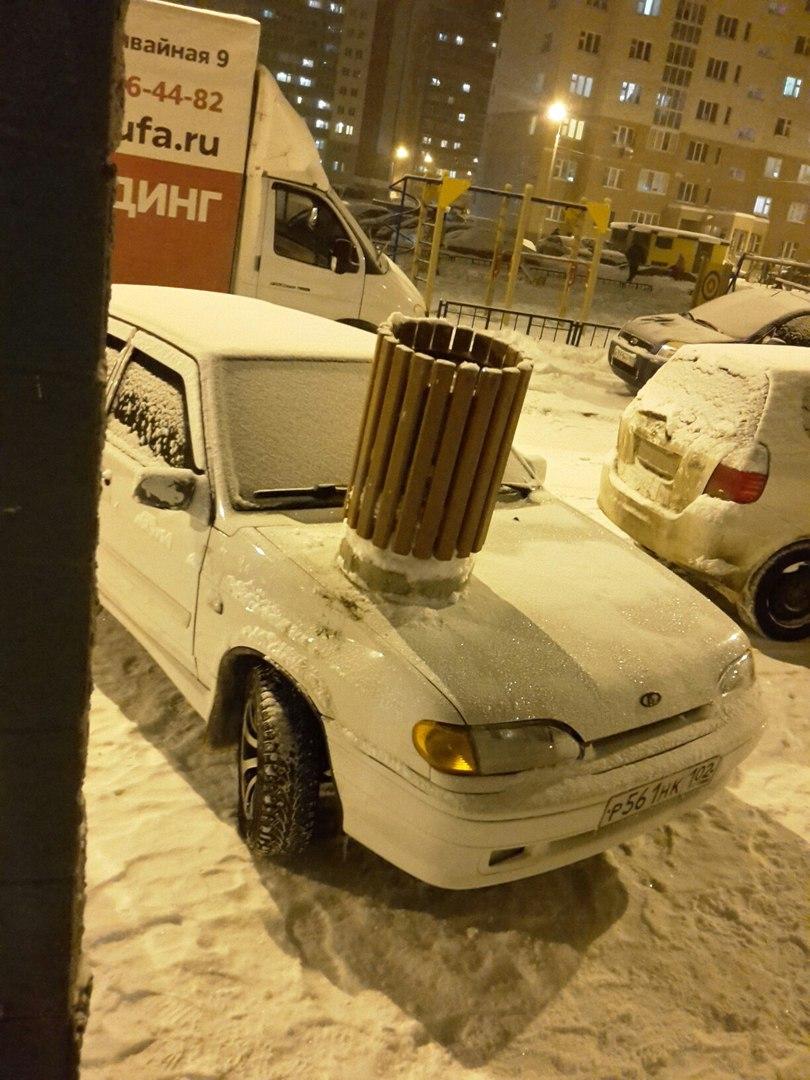 В Уфе за безобразную парковку водитель был «премирован» урной на капот