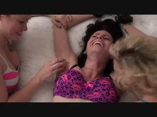 Nicole Foxx Arm tickle