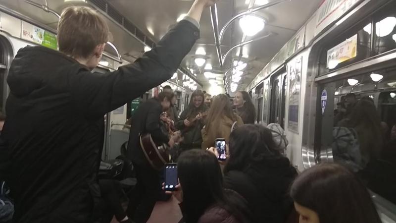 Концерт в вагоне метро