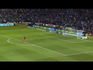 Роналдиньо забил гол с рук вратаря.mp4