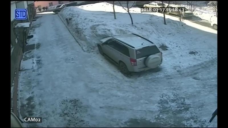 Новосибирск. Розыск преступника В Новосибирске прохожий напал на трех подростков и отнял у них газовый пистолет