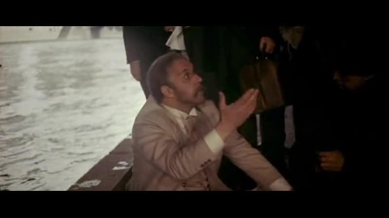 Фильм БЕГ СССР 1970 Генерал Чернота Ульянов выиграл большую сумму денег у Парамона Евстигнеев и кормит нищих под мостом