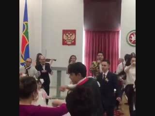 Гузель Уразова и Ильдар Хакимов поздравили молодожёнов в Набережных Челнах