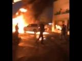 Водитель внедорожника отталкивает горящую машину от бензоколонки ?