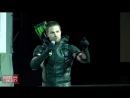 Stephen Amells Green Arrow Intro at Comic Con