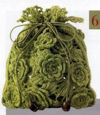 Обратите внимание, какие красивые вязаные сумки, их много, и схемы имеются.