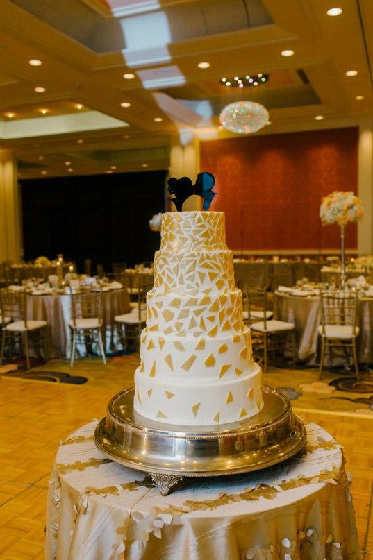 CbwLNtoGHdU - Золотые и серебряные свадебные торты 2016 (70 фото)