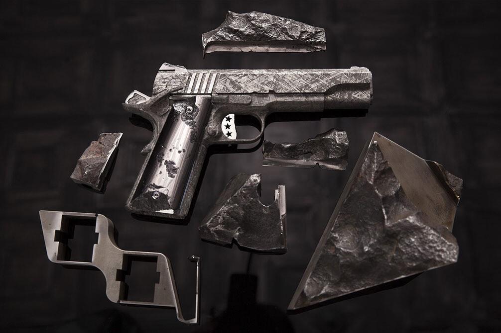 Самый дорогой в мире пистолет Big Bang стоит $4,5 млн. Сделан из метеорита.😐