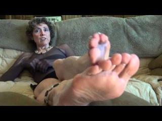 Older MILF Michelle Moist licks her nylon adorned feet on her couch  707946