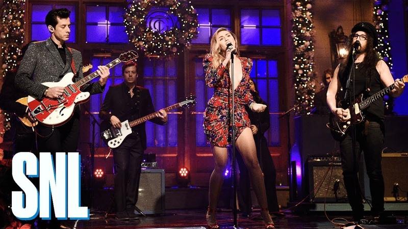 Musical guests Mark Ronson and Miley Cyrus - Счастливого Рождества (Война окончена)