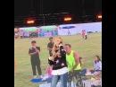 Fan dancing disturbs singer