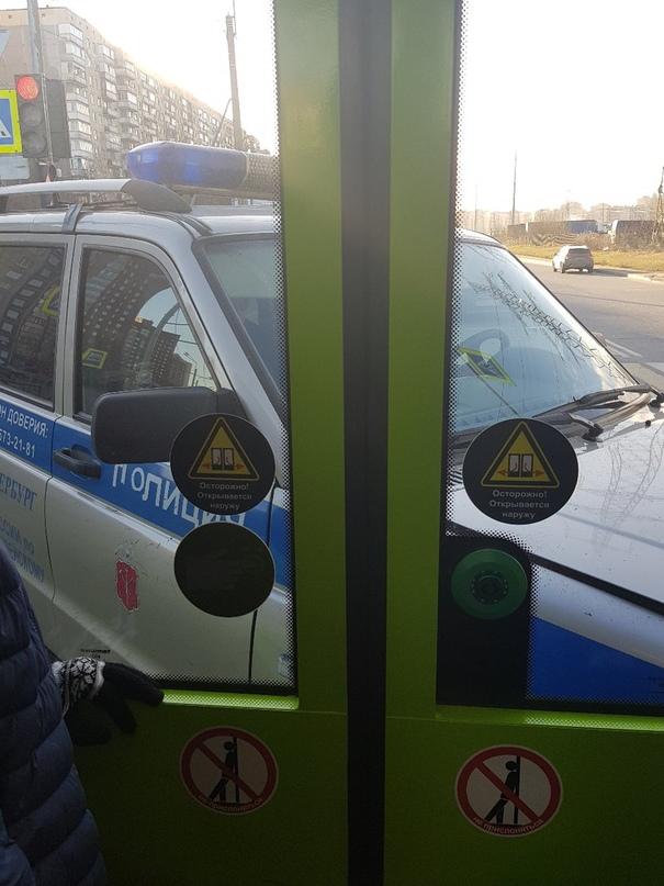 На перекрестке Косыгина и Передовиков никто не хотел уступать