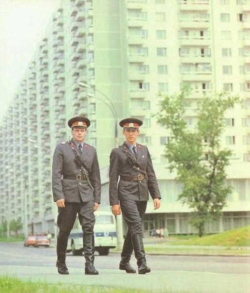 Когда милицию переименовали в полицию Милиция и полиция в чем разница Долгие годы в нашей стране единственным ведомством по поддержки общественного порядка было Министерство Внутренних Дел.