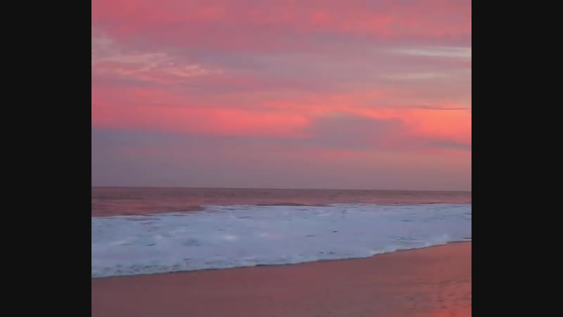 после того, как солнце сядет, наступает момент, когда цвет неба и моря становятся удивительно красивыми