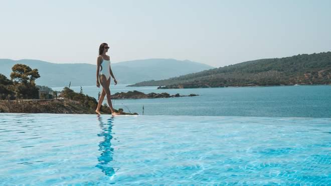 Бесконечный бассейн, достойный социальных медиа (Lux)