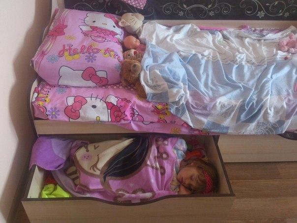 Спят усталые игрушки........))))