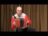 Сергей Шалимов играет на саратовской гармони