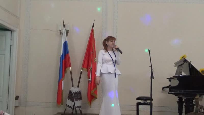 Поёт Оксана Дроздова Снег кружится вид.1253