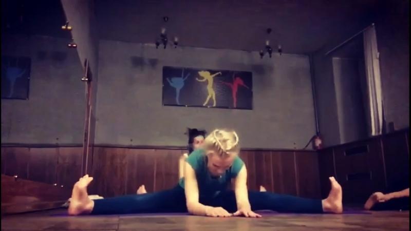 Yoga , инструктор Елена