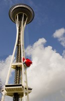 Символ Сиэтла превратили в рогатку Angry Birds (28.03.2012) .