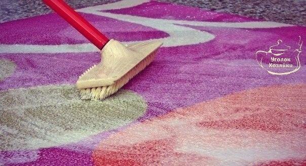 ДЛЯ МЫТЬЯ КОВРА Чтобы сократить траты на средства для мытья ковров, которые нам предлагают купить в магазинах, давайте сделаем средство для мытья ковров сами. Это средство будет в разы дешевле, без бесконечного списка химии в составе и самое главное - оно будет чистить. Итак, нам понадобится пустая тара среднего размера с распылителем, в которую мы добавим: 🔹1 столовую ложку соды; 🔹1/3 стакана уксуса; 🔹горячую воду, не кипяток (не доходя около 5 см до края тары); 🔹1 столовую ложку…