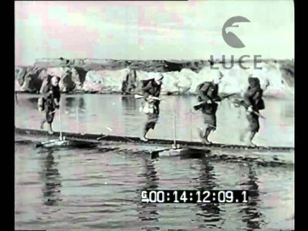 Sbarco della nostra Marina dopo l'occupazione da parte dei paracadutisti