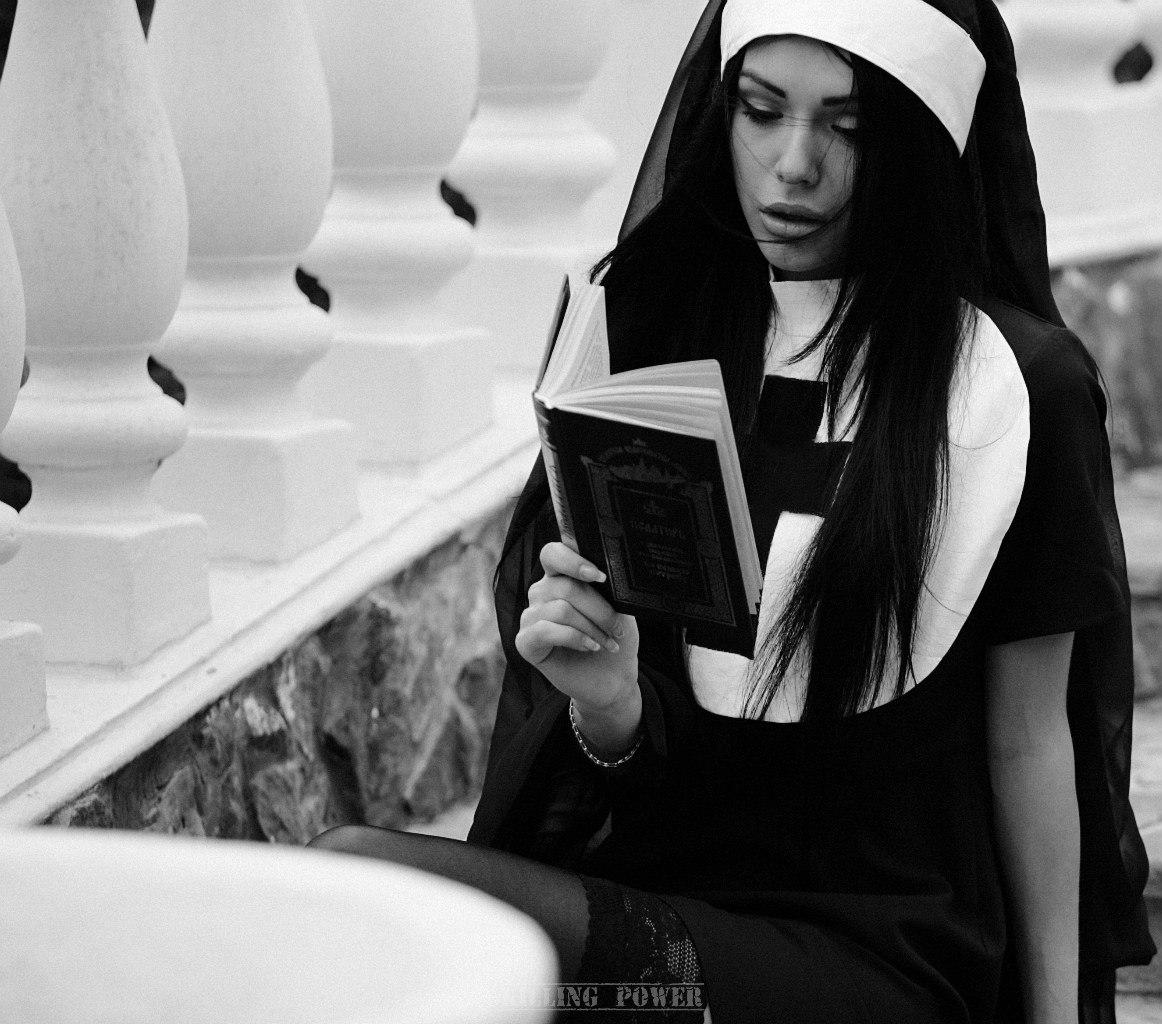 Фото курящих монашек