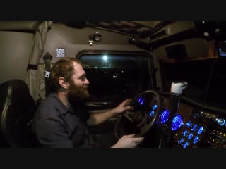Дальнобой США. Тест драйв батюшкиного Kenwoth W900. Вeзу военную технику.