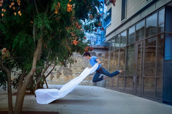 Парящий в танце Фотограф и танцор Микаэль Джо (Micael Jou ) из Берлина несколько лет работал над своим проектом 365, в котором представлены фотокарточки, на которых он сам в различных