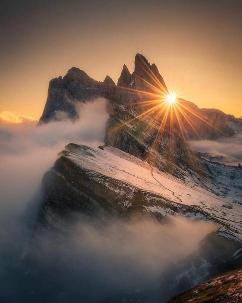 Рассвет над горой Сечеда (Альпы, Италия)