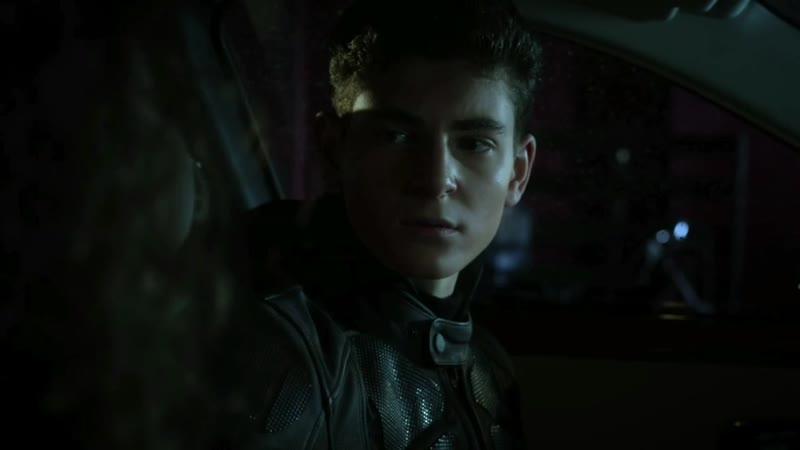 GOTHAM • SEASON 4x16• Bruce teases Selina in the car