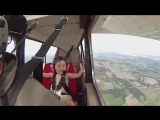 Папа пилот решил прокатить 4-летнюю дочь на самолете