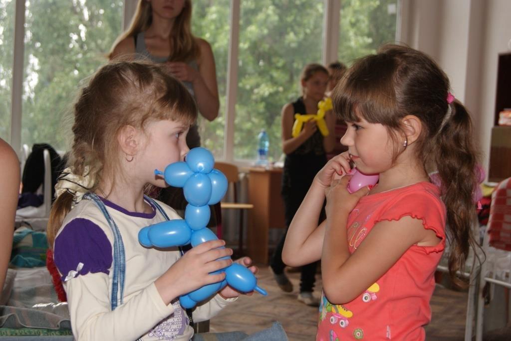 Спасатели Ростовской области устроили праздник для детей Славянска