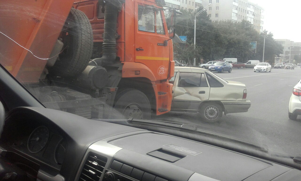 В Уфе «Дэу Нексия» протаранена «КамАЗом»