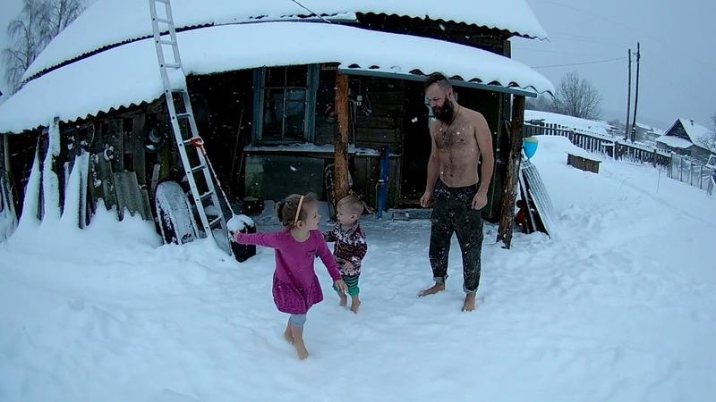 Босиком по снегу.