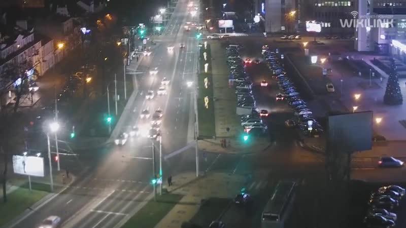 Пьяный или невнимательный? В Бресте возле ЦУМа автомобиль задел три встречных машины