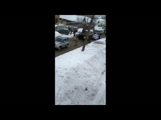 В Ярославле армейский БТР столкнулся со служебным автомобилем ДПС