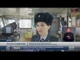 Республика Казахстан Женщин-сослуживцев поздравили пограничники в Актау.