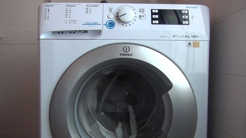 Máquina de Lavar Roupa Indesit INNEX XWE 81283X WSSS Auto Limpeza
