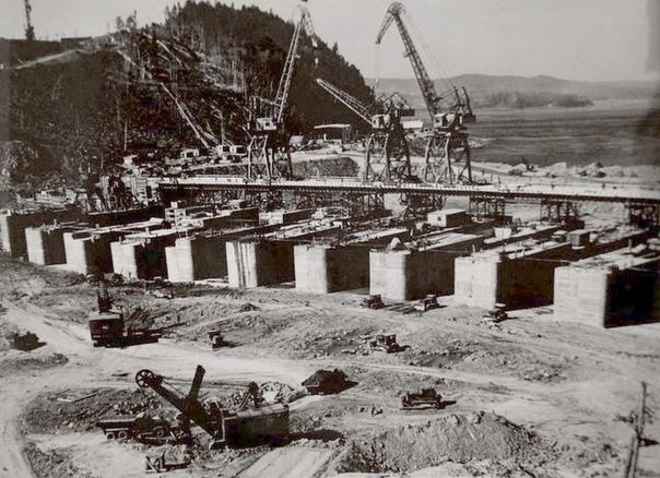 Строится Усть-Илимская ГЭС