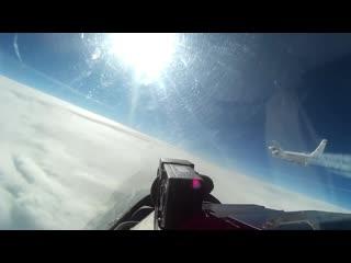 Российский истребитель Су-27 встретил в небе над Балтийским морем американский самолет-разведчик RC-135