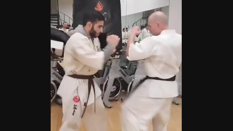 Защита от Маваше гери гедан (Лоукика) с Перехватом инициативы в подготовке бойцов Кёкусинкай карате vk.com/oyama_mas