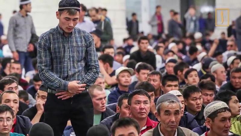 Казахстанским школьницам в платках запретили входить в школу.mp4