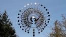 Кинетическая скульптура из стали Энтони Хоу / Wind kinetic sculpture by A. Howe