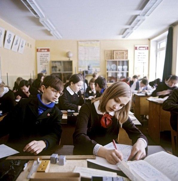 Урок физики (лабораторная). Москва, 1975 год.