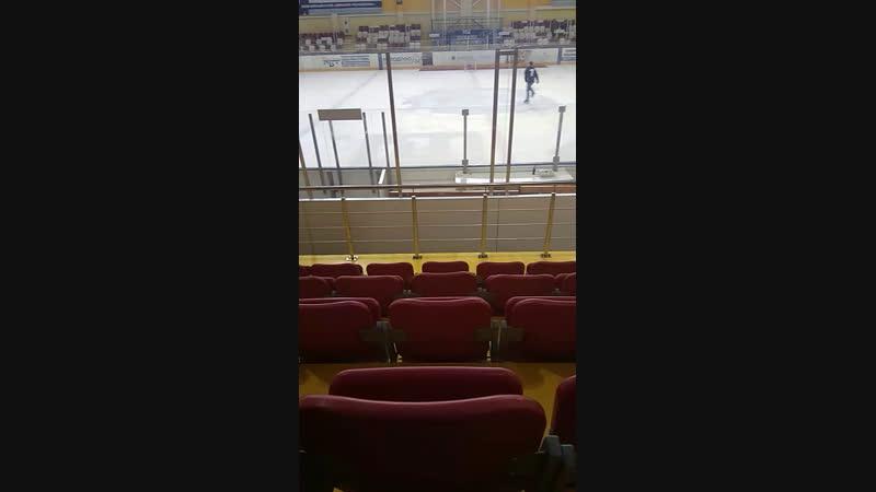 В ледовом дворце)